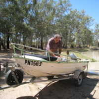 Preparing boat to enter floodwaters, Darling River, near Pooncarie (NSW), November 2010