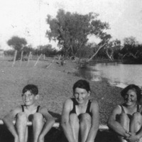 Cross family, Narran River, 1920s.