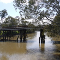 Old Goulburn River Bridge, Seymour (VIC), 25 October 2010.